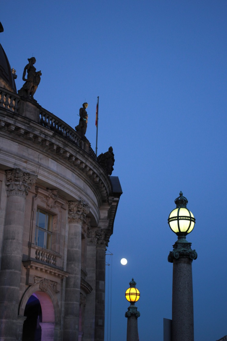 The moon and the lamp